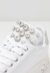 Guess - MAREY - Trainers - white - 2