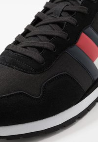 Tommy Jeans - LIFESTYLE  - Sneakersy niskie - black - 5