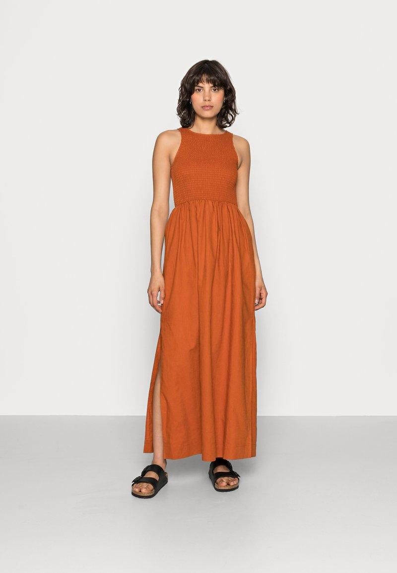 Notes du Nord - VELVET SMOCK DRESS - Maxi dress - burnt caramel