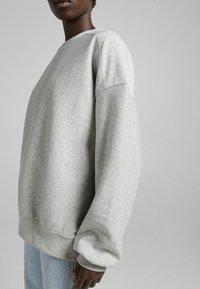 Bershka - OVERSIZE  - Sweatshirt - light grey - 3