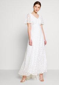 YAS - YASANASTASIA TRAIN DRESS - Suknia balowa - star white - 0