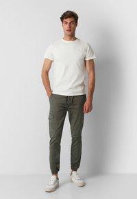 Scalpers - Cargo trousers - khaki - 1