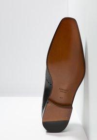 Magnanni - Elegantní šněrovací boty - arcade - 4
