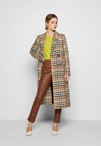 Ibana - COLETTE - Pantalon en cuir - brown - 1