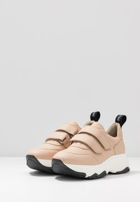 NAE Vegan Shoes - COLINE - Matalavartiset tennarit - nude - 4