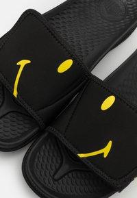 Palladium - SOLEA BE KIND UNISEX - Pantofle - black - 5