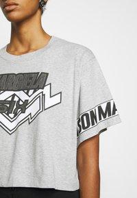 MM6 Maison Margiela - Camiseta estampada - grey - 4
