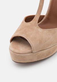 L'Autre Chose - T BAR - Sandalen met plateauzool - beige - 6