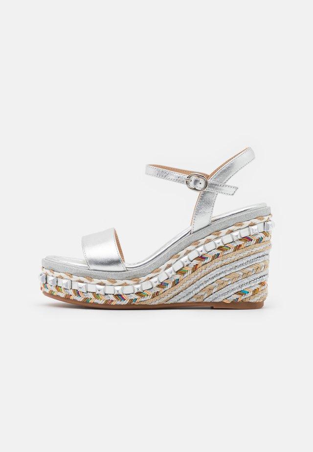 Sandály na platformě - silver