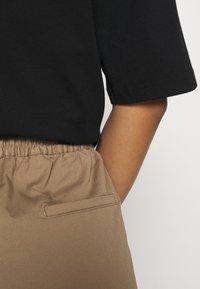 Filippa K - GILLIAN TROUSER - Trousers - muddy brow - 3