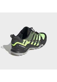adidas Performance - TERREX SWIFT R2 HIKING SHOES - Hikingsko - green - 4