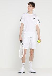 adidas Performance - CLUB TEE - T-shirt imprimé - white/black - 1