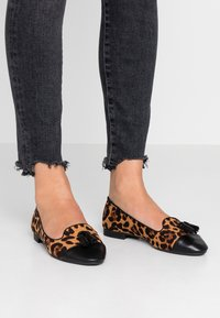 Dorothy Perkins - PALMA TOE CAP CUT - Instappers - brown - 0