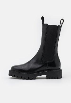 ANGIE - Platform boots - black