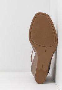 Madden Girl - GARLAND - High heeled sandals - cognac paris - 6