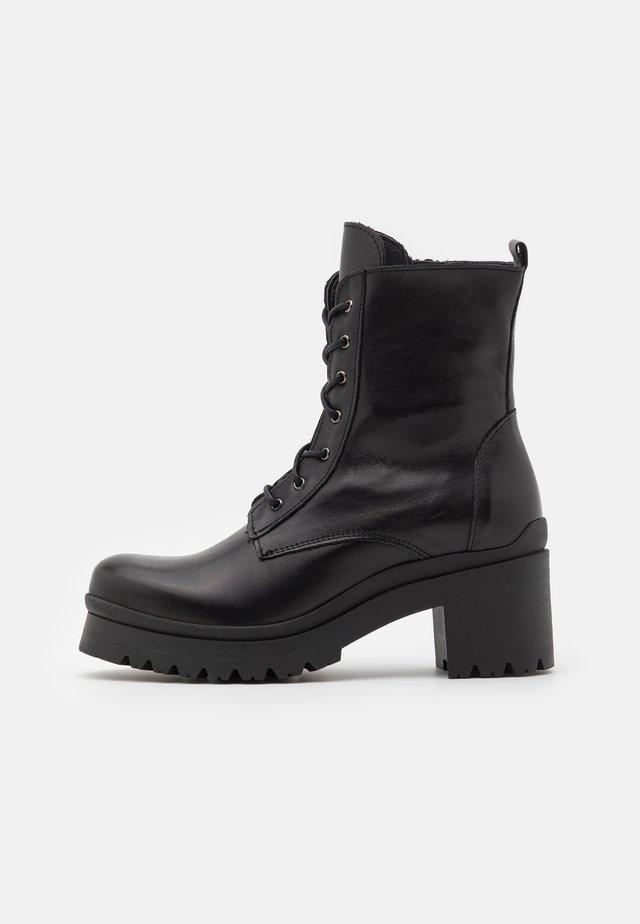 JULIA  - Kotníkové boty na platformě - black