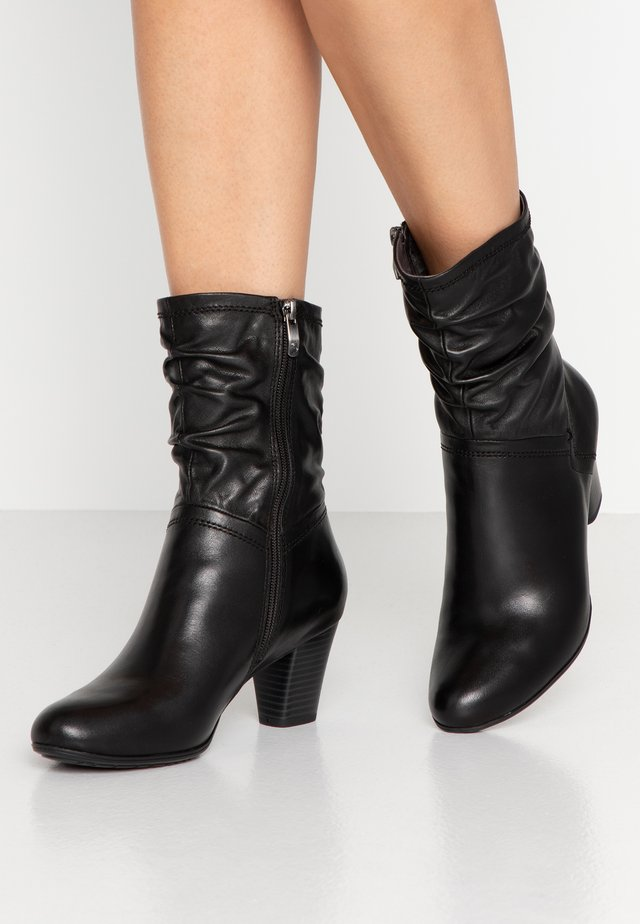 Classic ankle boots - black