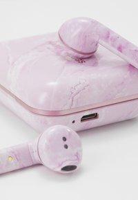 Happy Plugs - AIR 1 TRUE WIRELESS HEADPHONES - Headphones - pink - 3