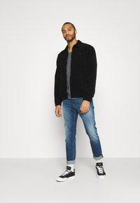 Tommy Jeans - SLIM JASPE V NECK - T-shirt - bas - twilight navy - 1