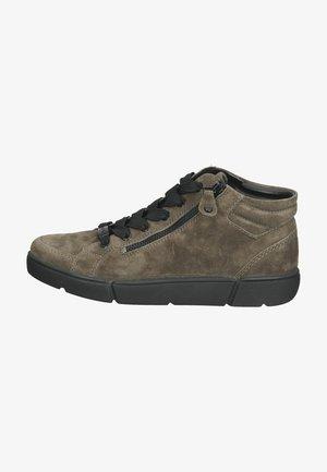Sneakers alte - taiga