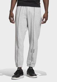 adidas Originals - JOGGERS - Trainingsbroek - grey - 0
