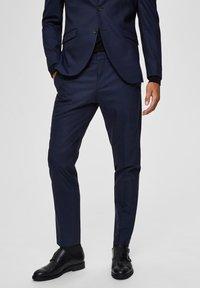 Selected Homme - SLIM FIT - Pantaloni eleganti - dark blue - 0
