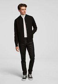 KARL LAGERFELD - Spodnie materiałowe - d01 blk c krlhd - 4