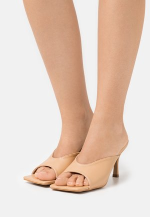 Heeled mules - tan