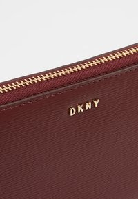 DKNY - Lommebok - blood red - 2
