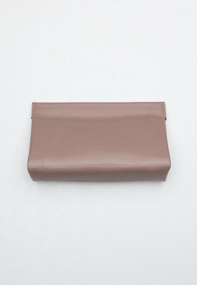 Clutch - brown