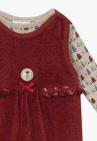 Jacky Baby - IN MY BACKYARD CHRISTMAS SET - Sleep suit - dunkelrot - 4