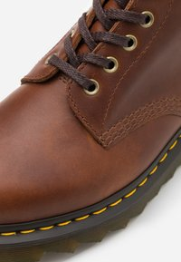 Dr. Martens - PASCAL ZIGGY - Lace-up ankle boots - tan luxor - 3