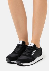 Calvin Klein Jeans - RUNNER LACEUP  - Trainers - black - 0