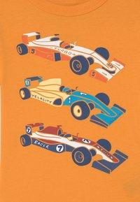 GAP - TODDLER BOY GRAPHIC - Print T-shirt - mango orange - 2