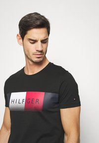 Tommy Hilfiger - TH COOL  - T-shirt con stampa - black - 3