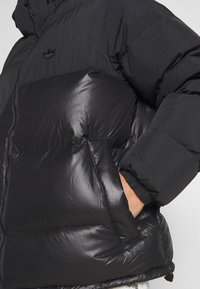 adidas Originals - REGEN PUFF - Down jacket - black
