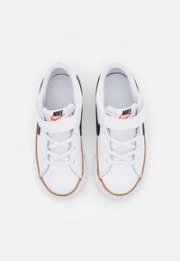Nike Sportswear - COURT LEGACY  - Zapatillas - white/black/desert ochre/light brown - 3