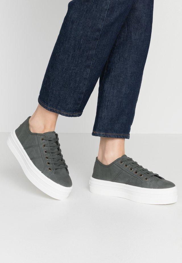 Zapatillas - plomo