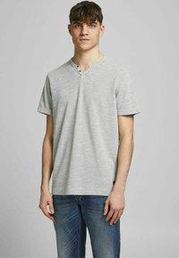 Jack & Jones PREMIUM - Basic T-shirt - light grey melange - 0