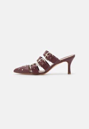 SHOES - Heeled mules - burgundy