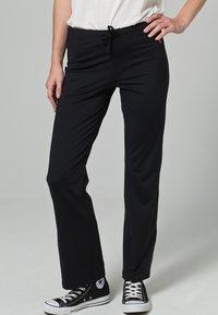 Venice Beach - JAZZY SHORT - Trousers - BLACK - 1