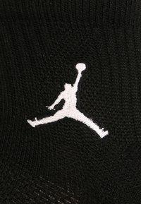 Jordan - JUMPMAN 3 PACK - Träningssockor - black/white/gym red - 3