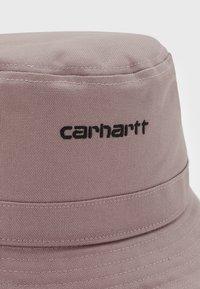 Carhartt WIP - SCRIPT BUCKET HAT UNISEX - Šešir - earthy pink/black - 2
