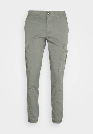 JJIMARCO CUFFED - Pantalones cargo - sedona sage
