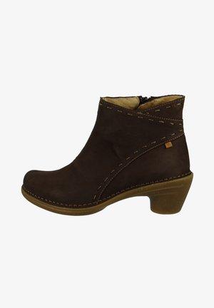 ELEGANTE - Korte laarzen - brown