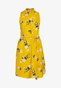 Vero Moda - VMFALLIE SMOCK DRESS - Day dress - chai tea - 4