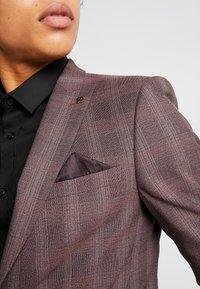 Burton Menswear London - MAUVE POW - Giacca elegante - burgundy - 5
