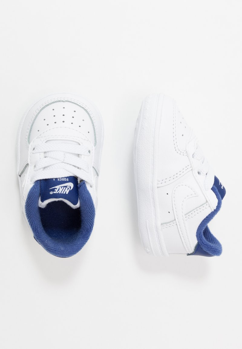 Nike Sportswear - FORCE 1 CRIB - Chaussures premiers pas - white/deep royal blue