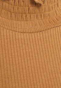 Vero Moda Petite - VMGLADYS HIGHNECK - Langærmede T-shirts - tobacco brown - 2