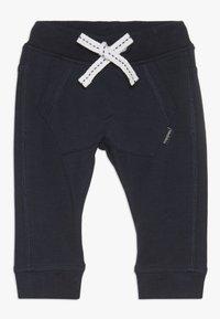 Noppies - SLIM FIT PANTS MATTHEWS - Kalhoty - dark sapphire - 0